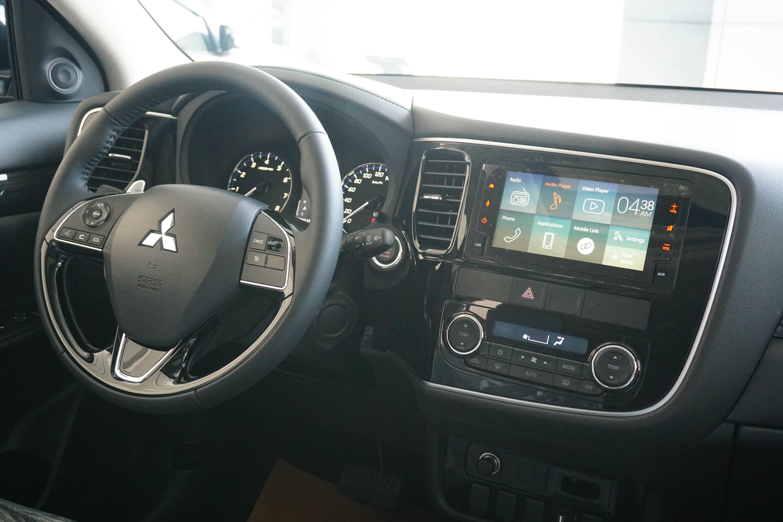 Hướng dẫn sử dụng màn hình giải trí trên Mitsubishi Outlander 2019